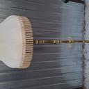 Transport lampy podłogowej z abażurem